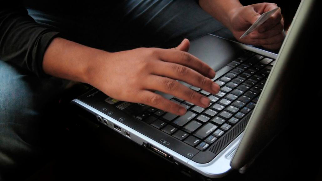 online rollenspel op laptop